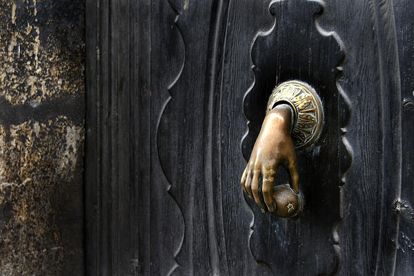 Catalina Lira - Door Knocker for Beloved People
