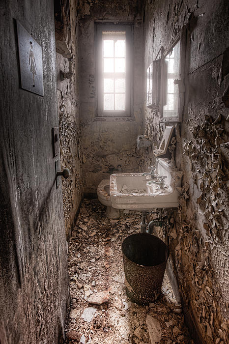 Abandoned Places Photograph - Ladies Room by Gary Heller