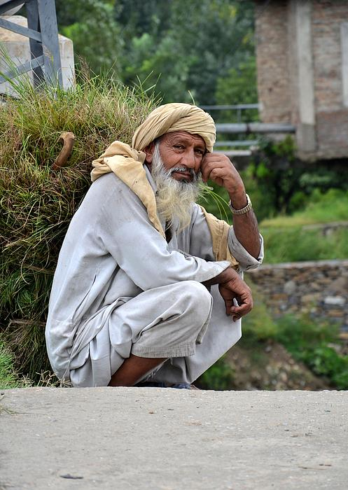 Imran Ahmed - Old man carrying fodder