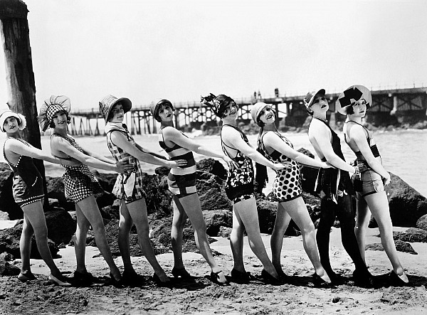 1916 Photograph - Bathing Beauties, 1916 by Granger