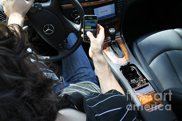Car Accident Photograph - Texting And Driving by Photo Researchers, Inc.