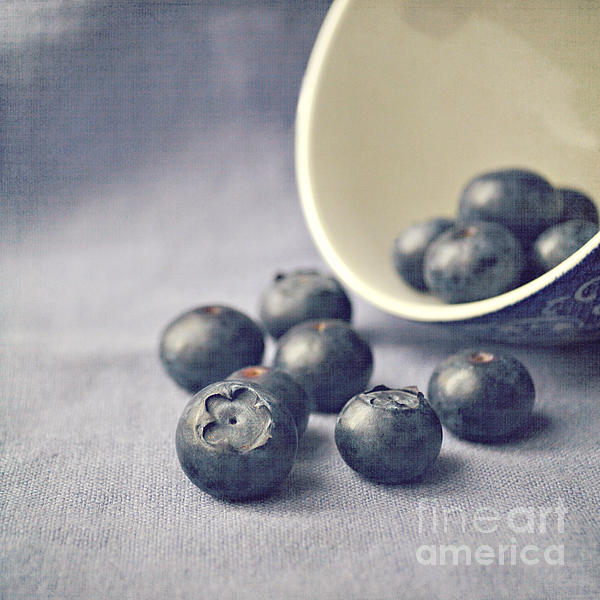 Lyn Randle - Bowl of Blueberries