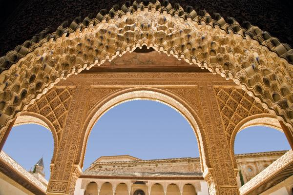 سقوط غرناطة .. الأندلس المفقود Decorative-moorish-architecture-in-the-nasrid-palaces-at-the-alhambra-granada-spain-mal-bray