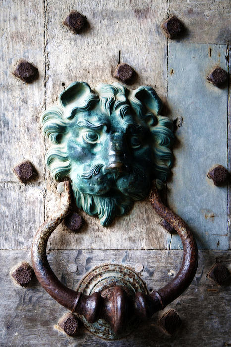 Lisa Knechtel - Knocker from Leeds Castle