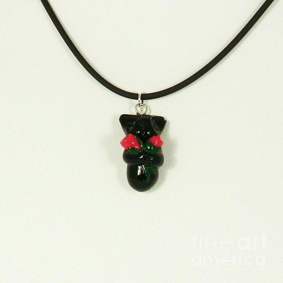 Lovely Black Kitty Hugging Roses Valentine Gift Necklace Jewelry 