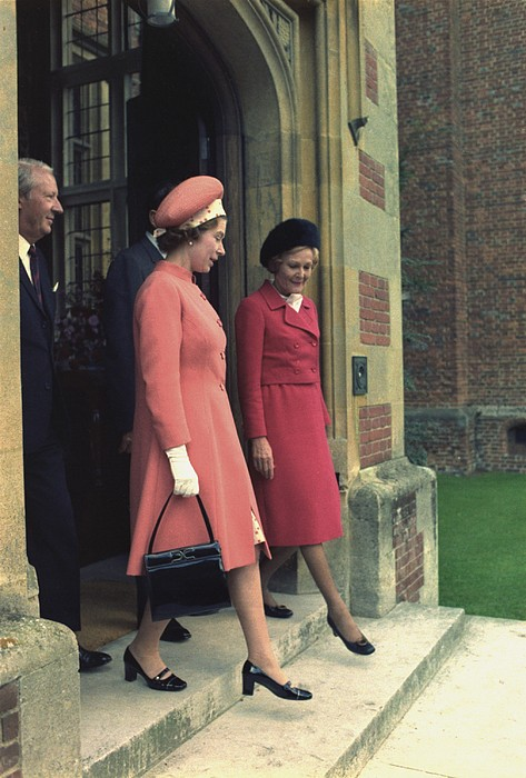 History Photograph - Queen Elizabeth And First Lady Pat by Everett