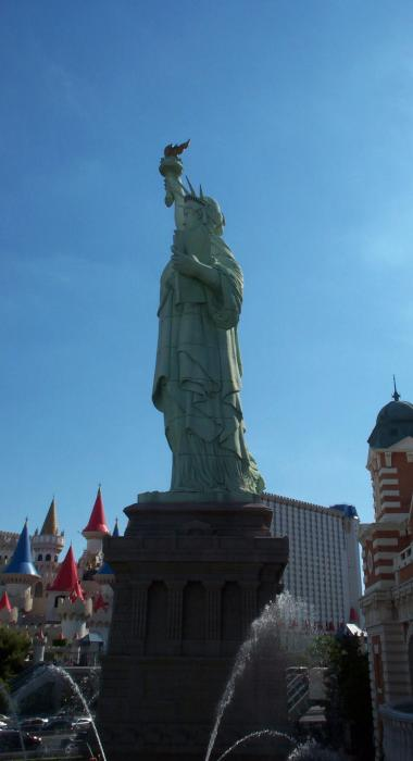 statue of liberty las vegas comparison. statue of liberty las vegas