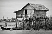 RicardMN Photography - A palafito in the Irrawaddy River