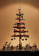 Suzanne Gaff - An Old Fashioned Christmas Tree II