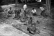 RicardMN Photography - Bicycle repair in Amarapura