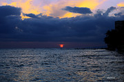 Cheryl Young - Red Sunset in Waikiki