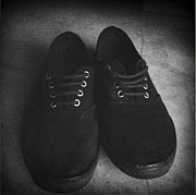 Trendy Photos - Shoes by Les Cunliffe