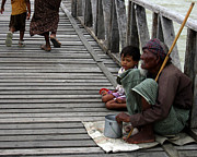 RicardMN Photography - A beggar on the U Bein Bridge