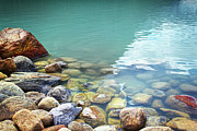 Sandra Cunningham - Closeup of rocks in water at lake Louise