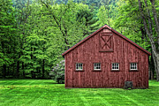 Red Barn. New England Prints - Connecticut Barn Print by Colleen Drew