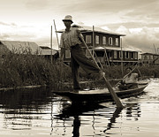 RicardMN Photography - Leg rowing on Inle Lake