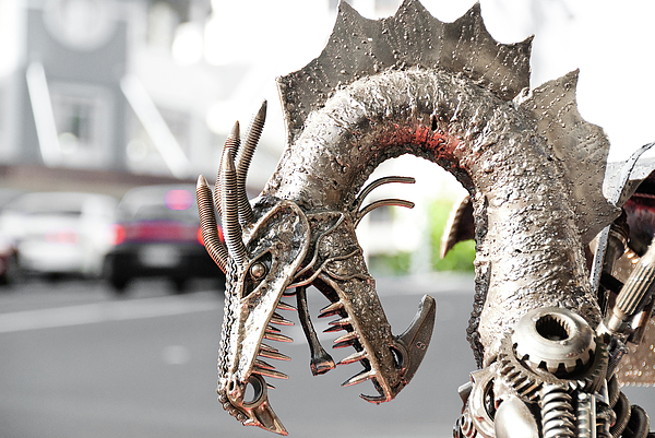 Alien Sculpture - Alien Invasion.dragon. by Yurix Sardinelly