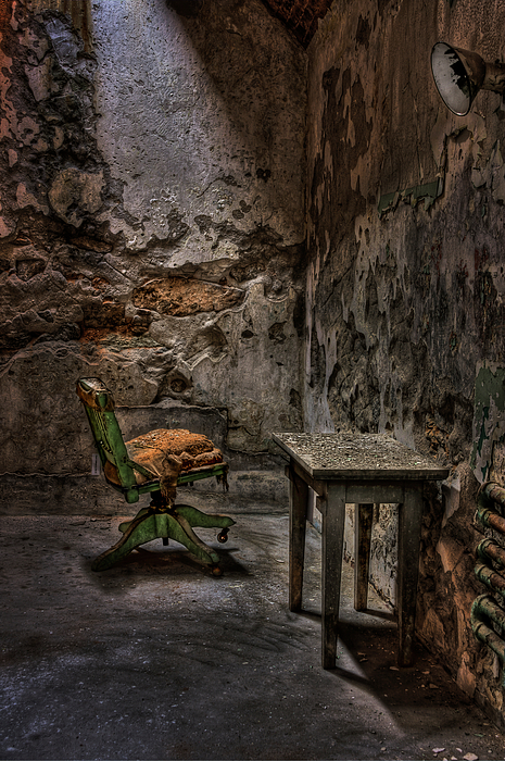 Places time forgot on pinterest abandoned abandoned churches and abandoned houses - The beauty of an abandoned house the art behind the crisis ...