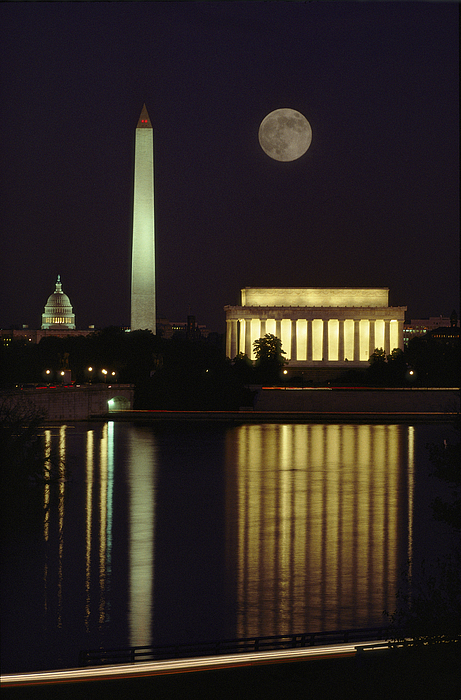 North America Photograph - Moonrise Over The Lincoln Memorial by Richard Nowitz