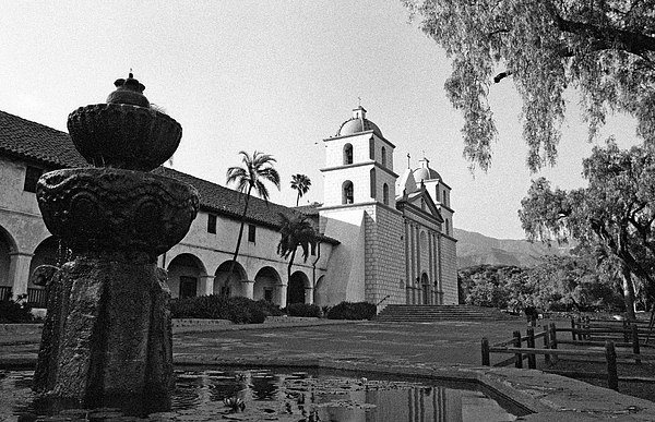 Santa barbara mission and fountain photograph by kathy yates for Case in stile missione santa barbara