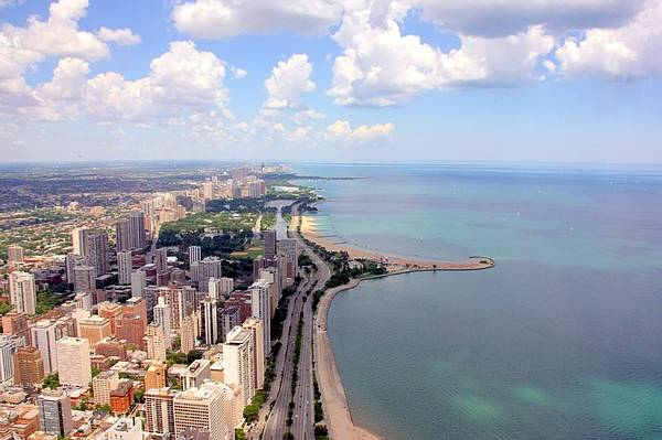 Horizontal Poster featuring the photograph Chicago Lake by Luiz Felipe Castro