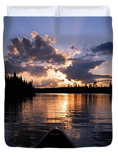 Evening Paddle On Spoon Lake Duvet Cover by Larry Ricker