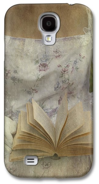Female Body Galaxy S4 Cases - Woman With A Book Galaxy S4 Case by Joana Kruse