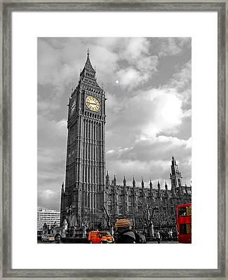 Selective Coloring Framed Print featuring the photograph London by Roberto Alamino