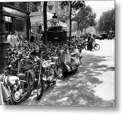 Ev1980 -street Scene In Paris, August Metal Print by Everett