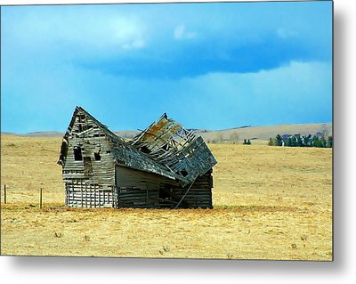 Dying Old Barn Metal Print by Mario Brenes Simon