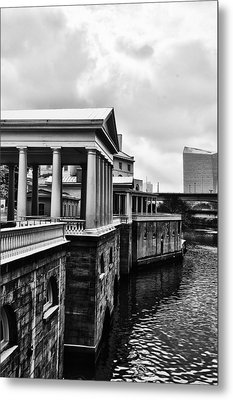 Fairmount Water Works In Black And White Metal Print by Bill Cannon
