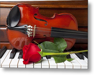 Violin With Rose On Piano Metal Print by Garry Gay