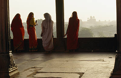 Women In Saris At The Famous Jama Print by Justin Guariglia