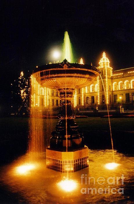 Victoria British Columbia Photograph - Beautiful Fountain At Night by John Malone