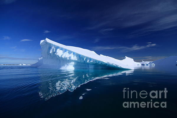 Background Photograph - Beautiful Iceberg by Boon Mee
