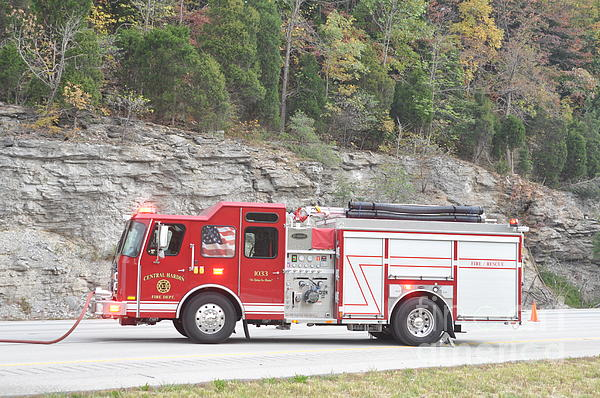 Central Hardin Fire Department Photograph - Central Hardin 1033 by Steven Townsend