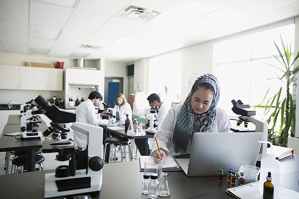 College Student Wearing Hijab At Laptop In Science Laboratory Photograph by Hero Images
