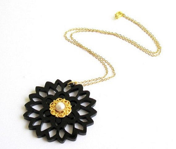 Jewelry Jewelry - Delicate Black Flower Necklace With Pearl by Rony Bank