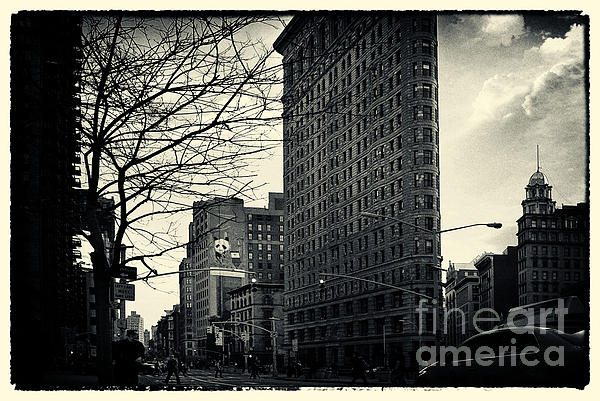 Filmnoir Photograph - Flat Iron Building Fifth Avenue And Broadway by Sabine Jacobs
