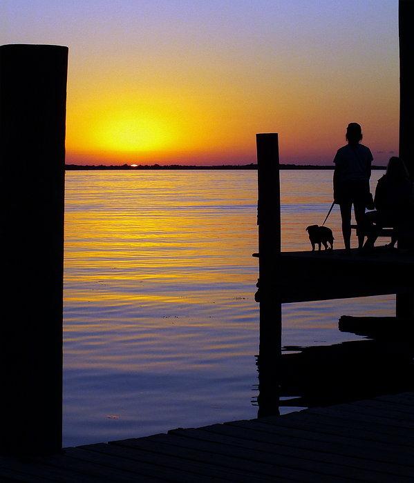 Sunsets Photograph - Goodnight Sun by Karen Wiles