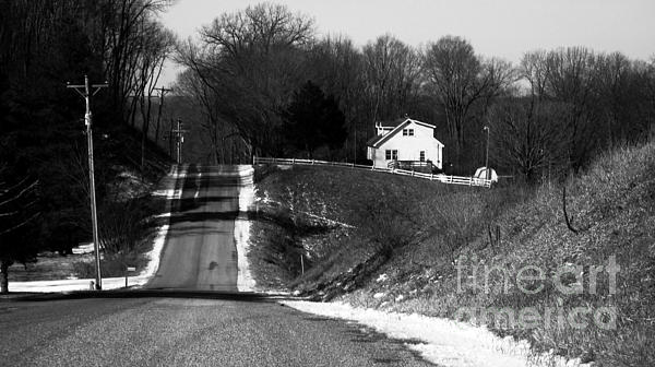Rural America Photograph - Hilly House by Charlie Spear