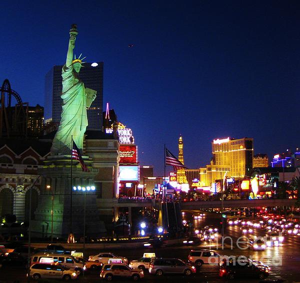 Liberty In Vegas Photograph - Liberty In Vegas by John Malone