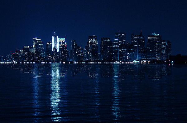 Mood Photograph - Manhattan by Mark Ashkenazi