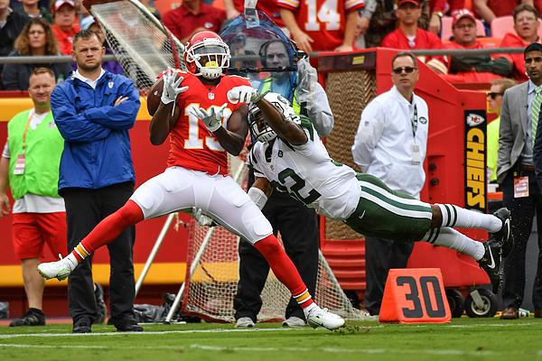 New York Jets V Kansas City Chiefs Photograph by Peter Aiken