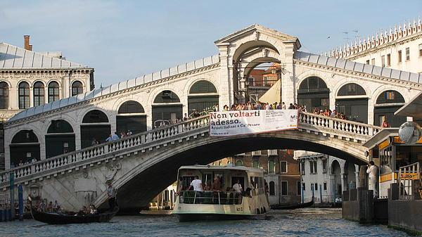Rialto Bridge Venice  Photograph by Suzy  Godefroy