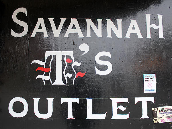 Savannah T's Outlet Photograph - Savannah Ts Outlet by Joseph C Hinson Photography