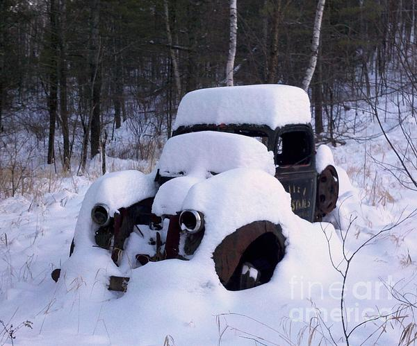 Old Truck Photograph - Ski Towtruck by Polly Anna