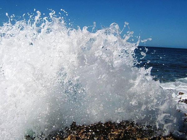 Splashy Island Photograph - Splashy Island by Imelda Sausal-Villarmino