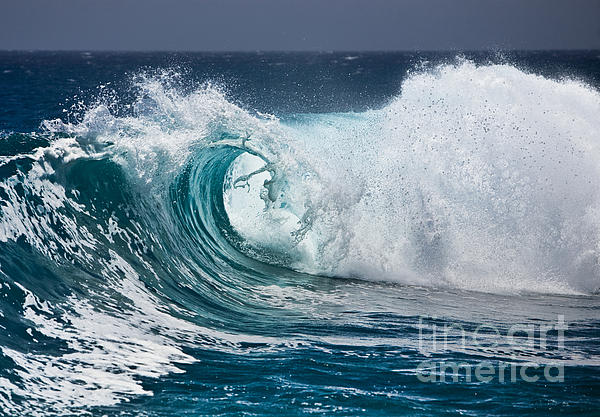 Beautiful Wave Photograph - The Beautiful Wave by Boon Mee