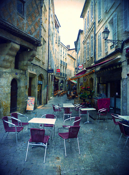 Auch Photograph - Auch- Rue Dessoles by Sandrine Pelissier